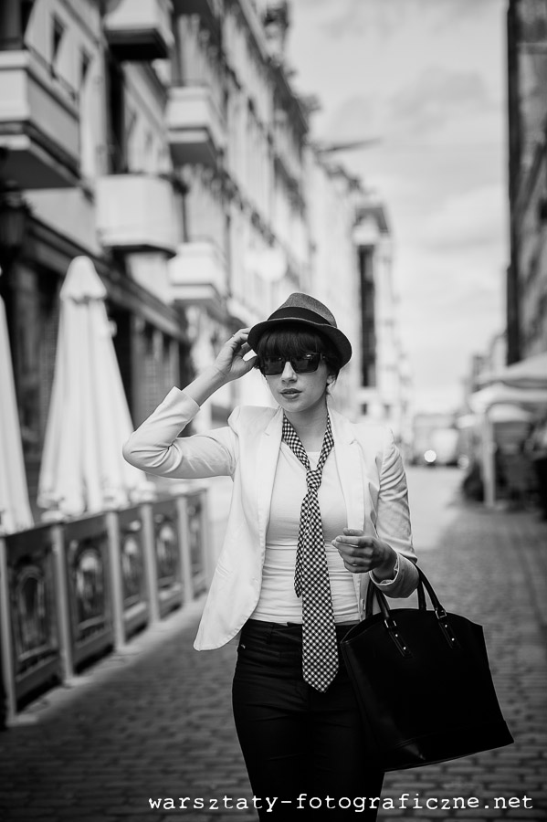 warsztaty fotograficzne, portret modelki na ulicy