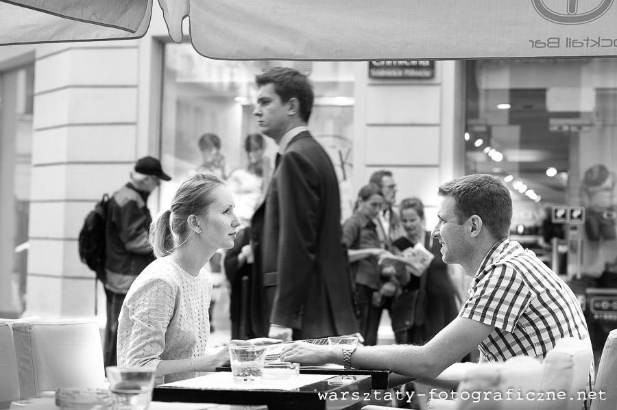 warsztaty fotograficzne, portret modeli w ogródku restauracyjnym